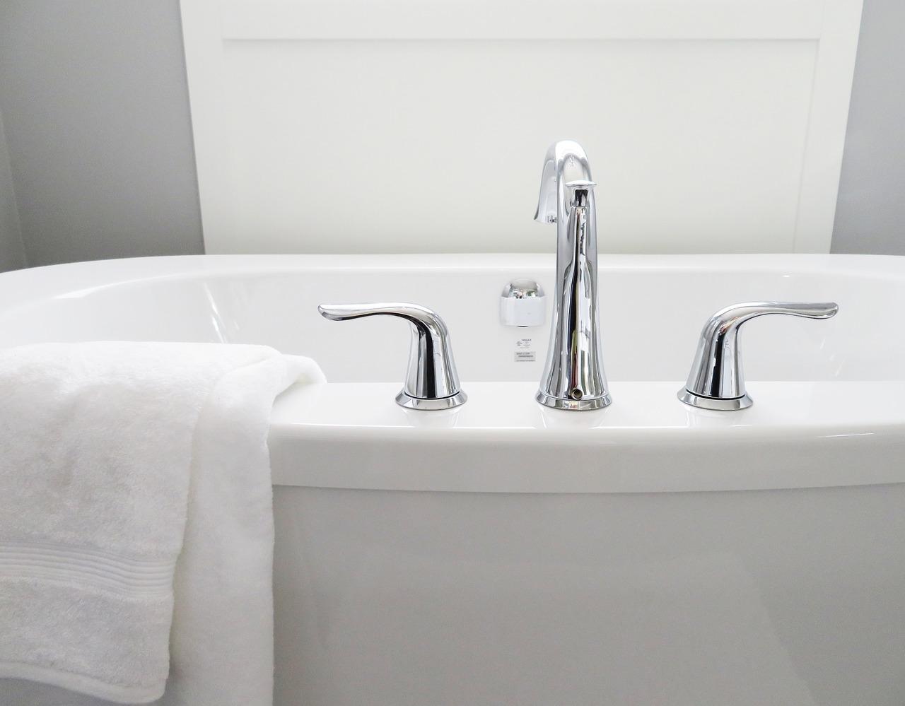 Armatura łazienkowa – co obejmuje?