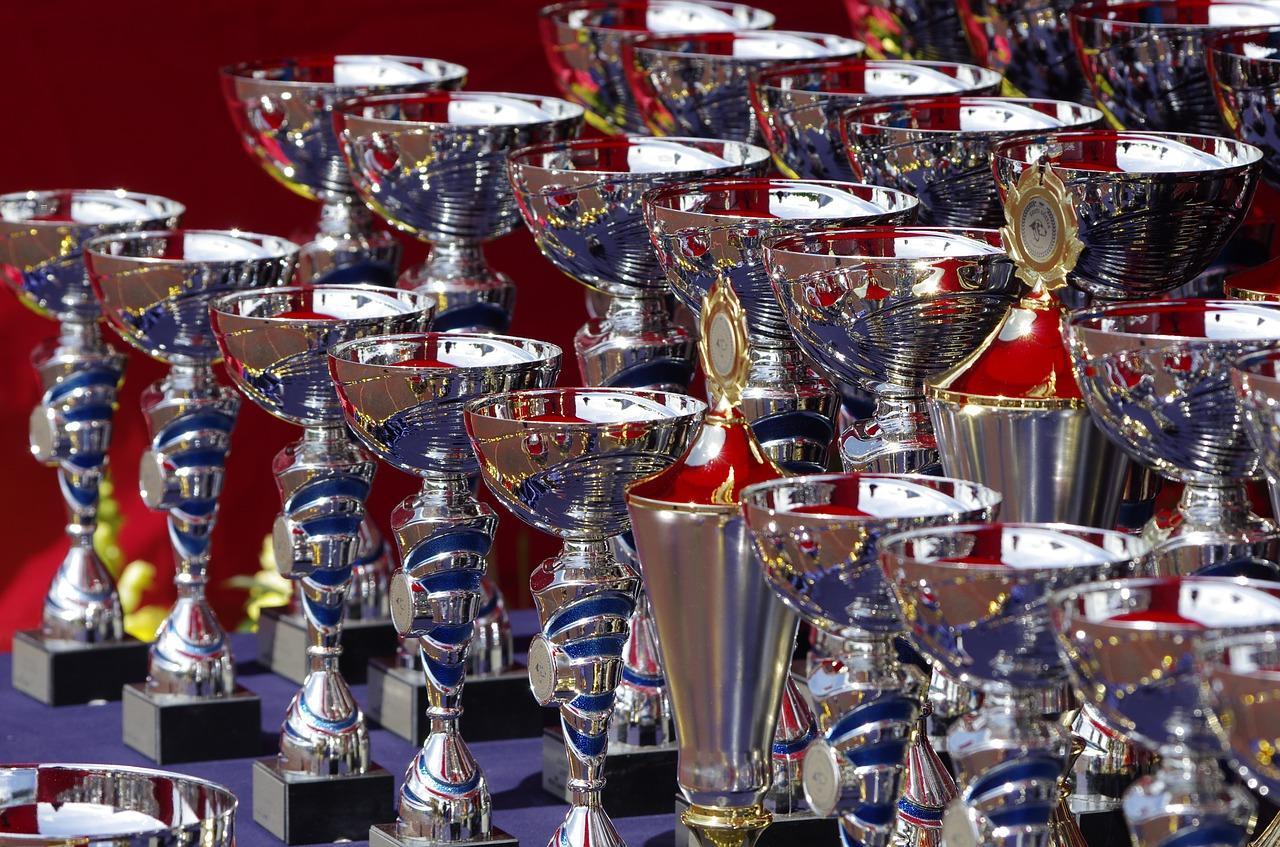 Jakie pamiątki można wręczyć uczestnikom zawodów sportowych?