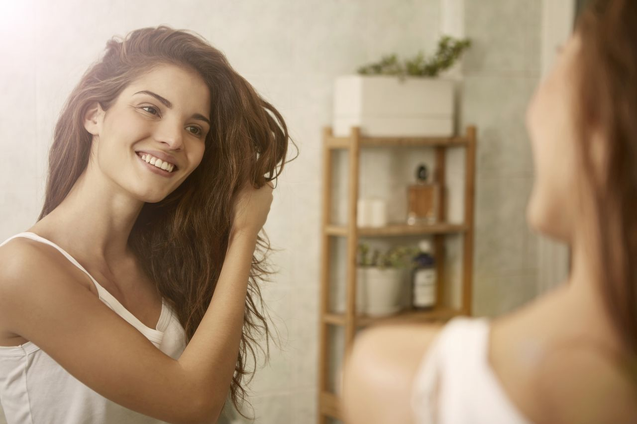 Jak skutecznie utrwalić fryzurę?