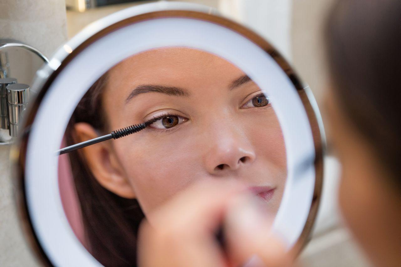 Jak zrobić subtelny makijaż?