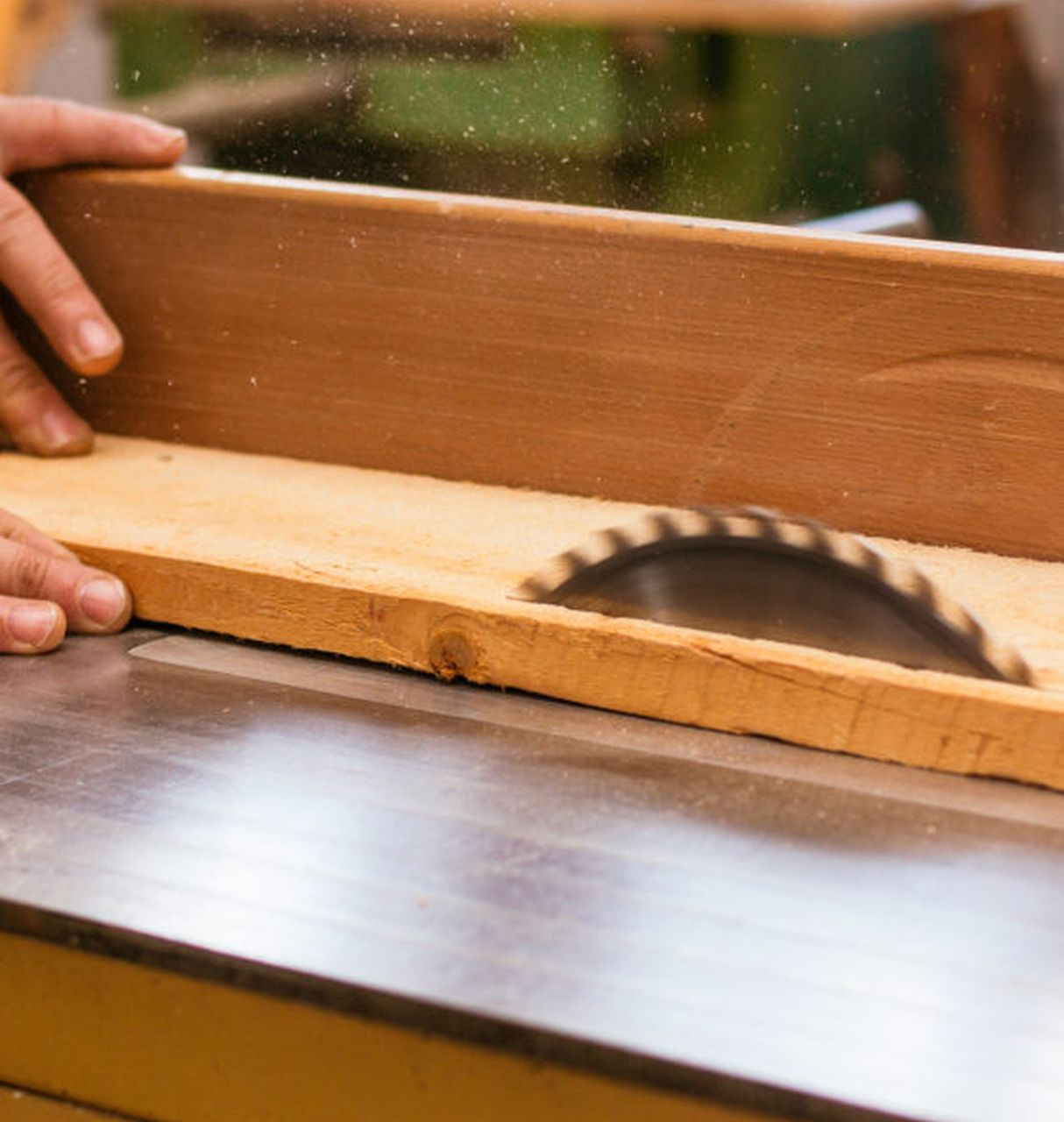 Czym precyzyjnie ciąć drewno?