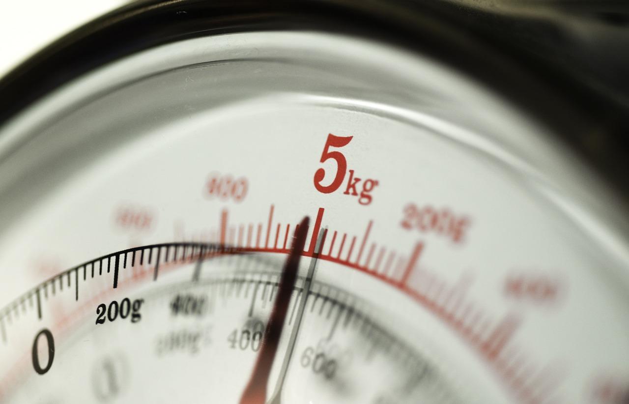 Jak dokonać prawidłowej kalibracji wagi analitycznej?