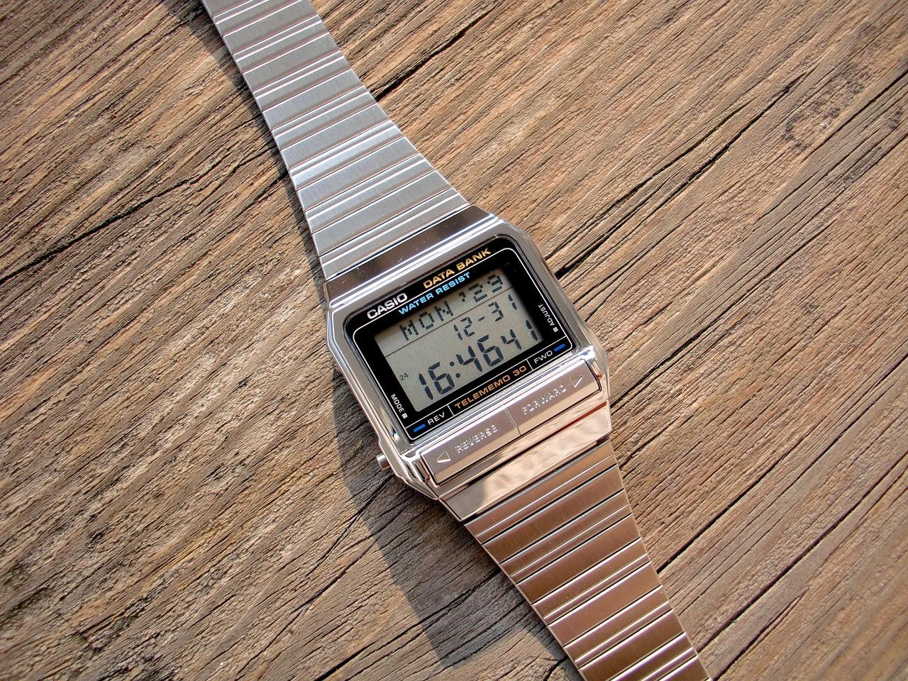 Geek chic – zegarki damskie Casio, stylizowane na lata 80-te