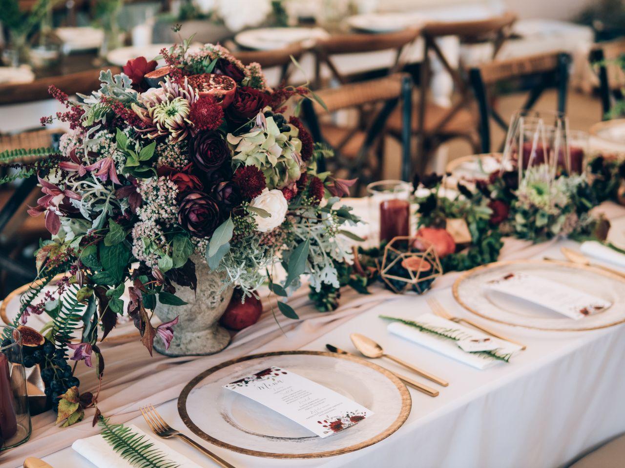Papierowe dodatki, które ułatwią zorganizowanie wesela