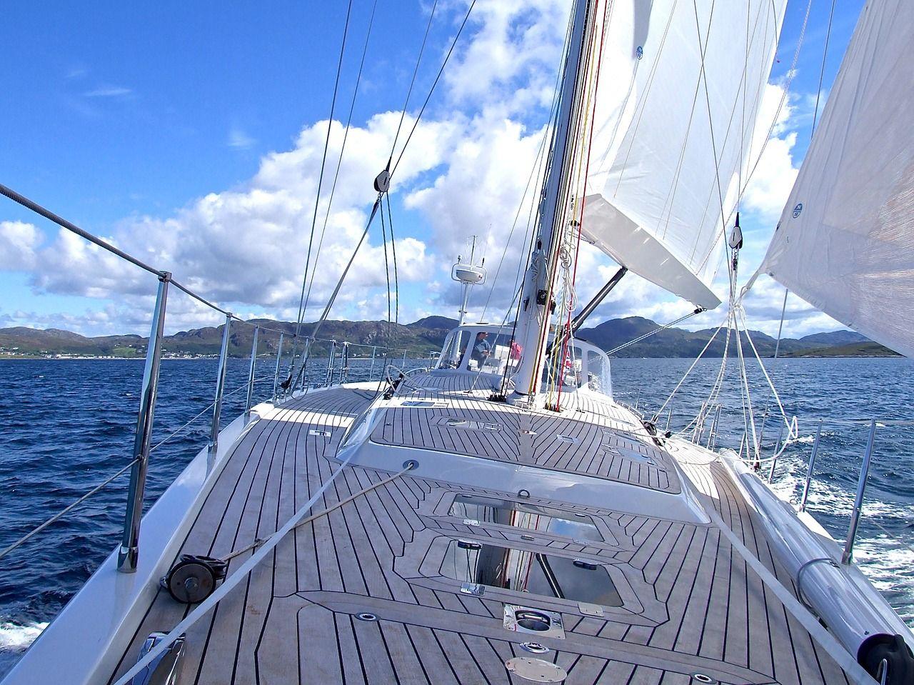 Wakacje na wodzie – jak przygotować do nich jacht?