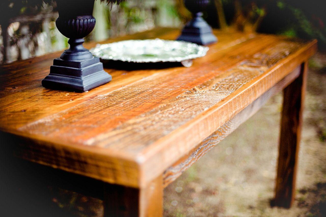 Jakie regały i stoły pasują do stylu industrialnego?