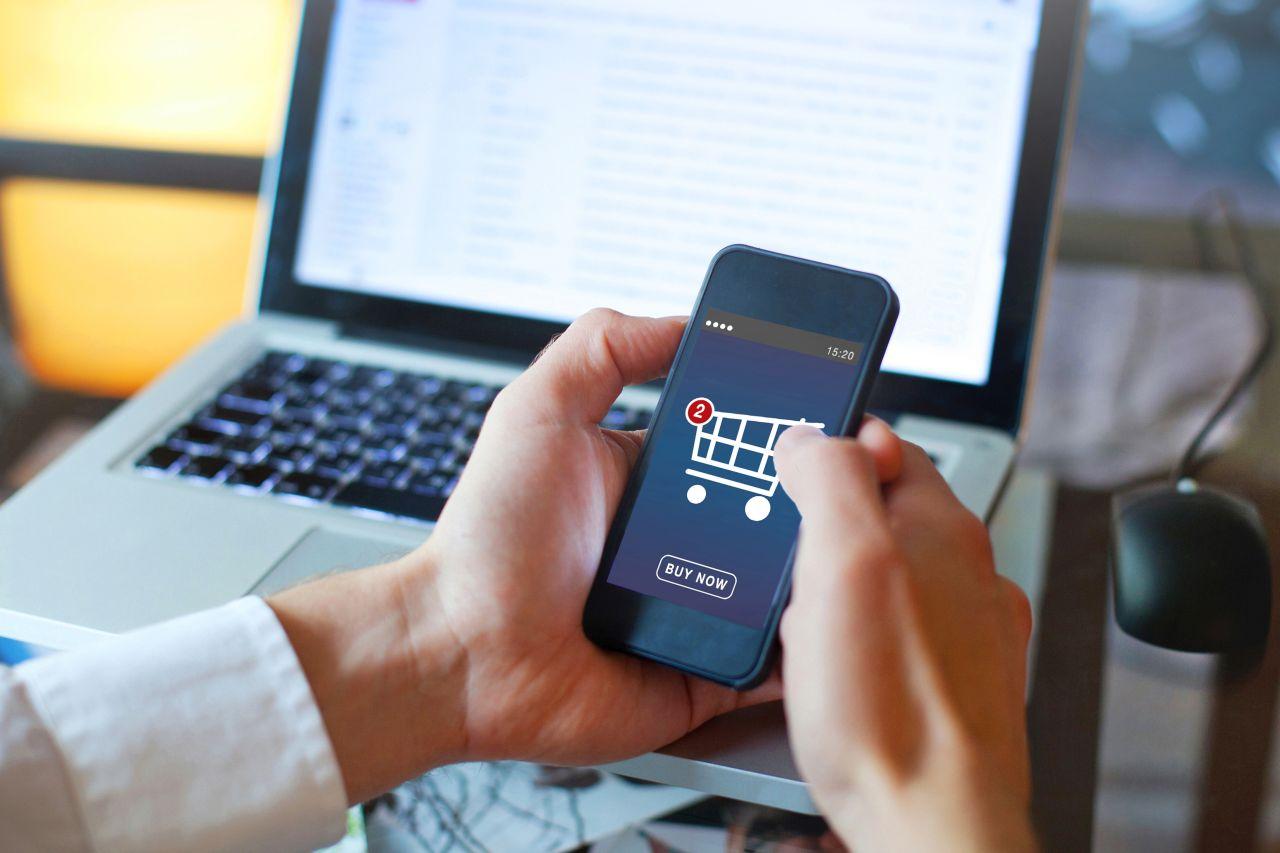 Czy warto kupować kosmetyki w internecie?