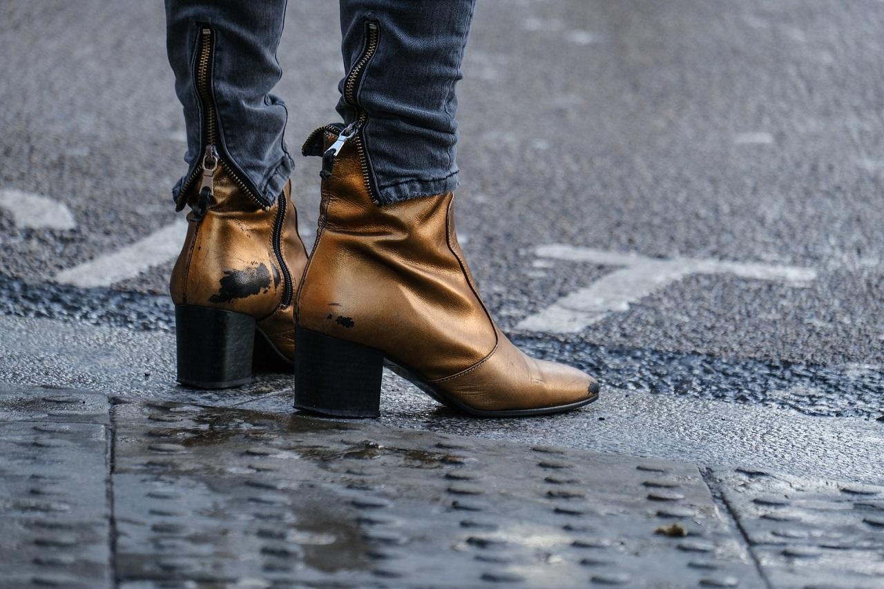 Kilka wskazówek, dzięki którym dopasujesz but na obcasie do stopy