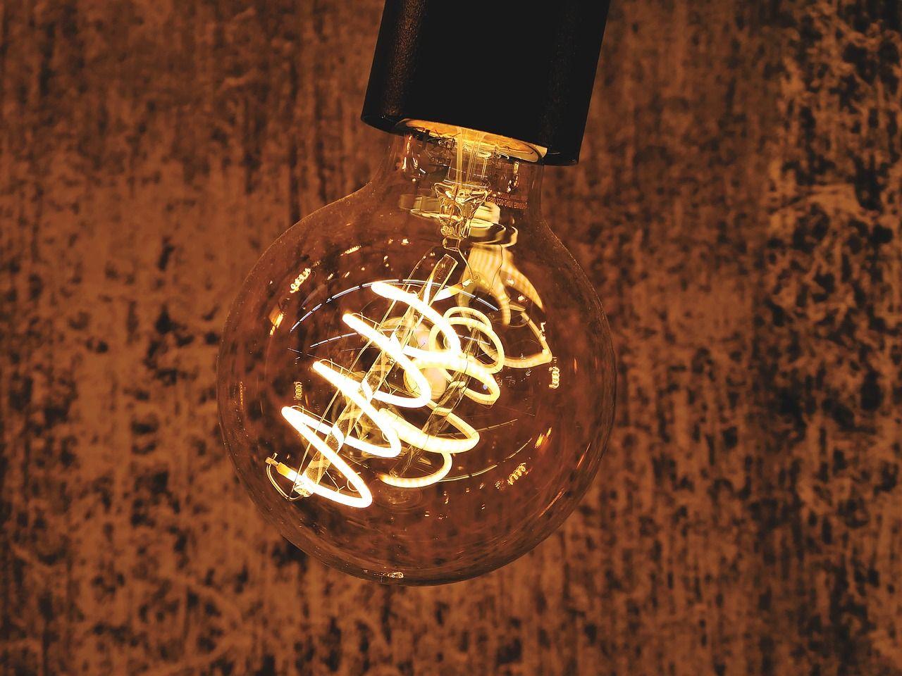 Żarówki dekoracyjne – jak mogą się przełożyć w aranżacji wnętrz?