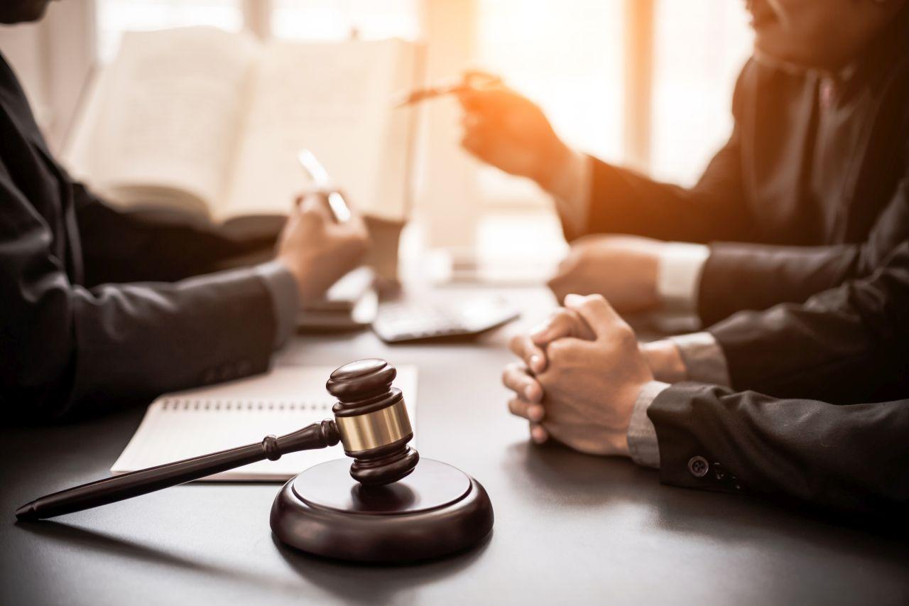 Jak pomoc kancelarii prawnej może przyczynić do redukcji zadłużenia danego przedsiębiorstwa?