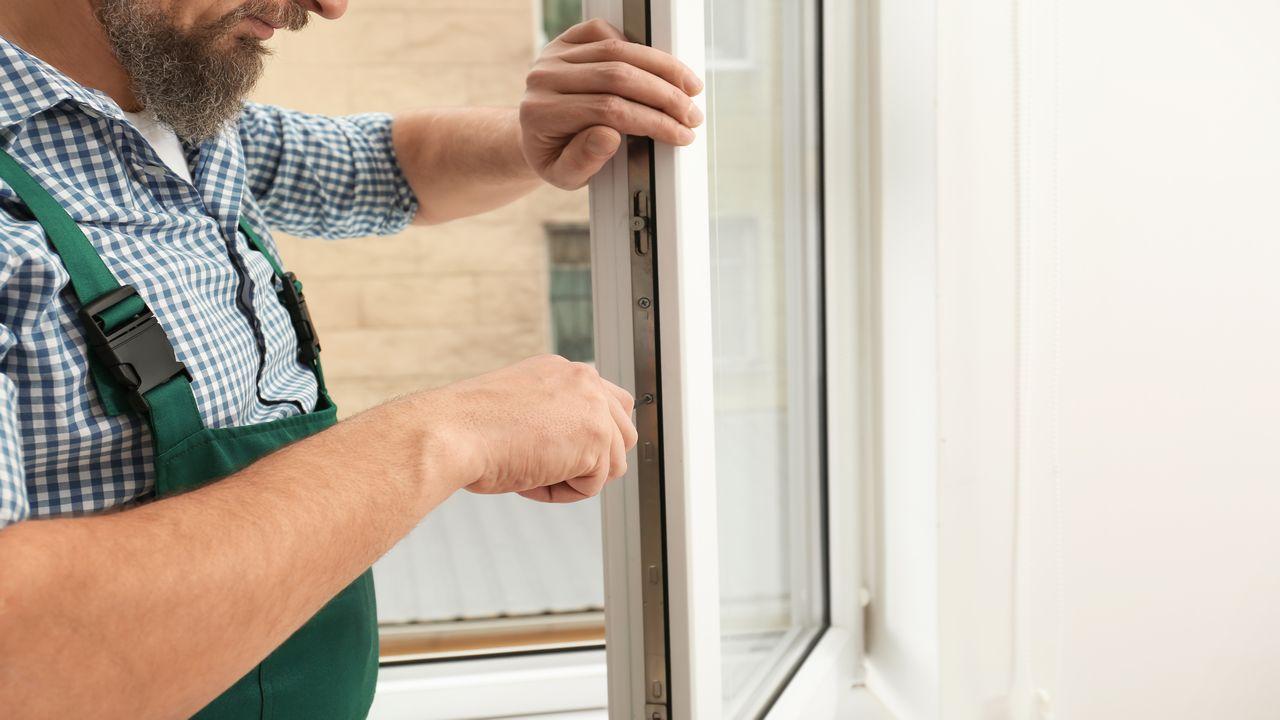 Jak przygotować okno do malowania?