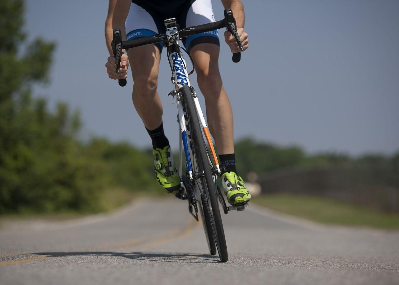 Jak przygotować do jazdy rower szosowy?
