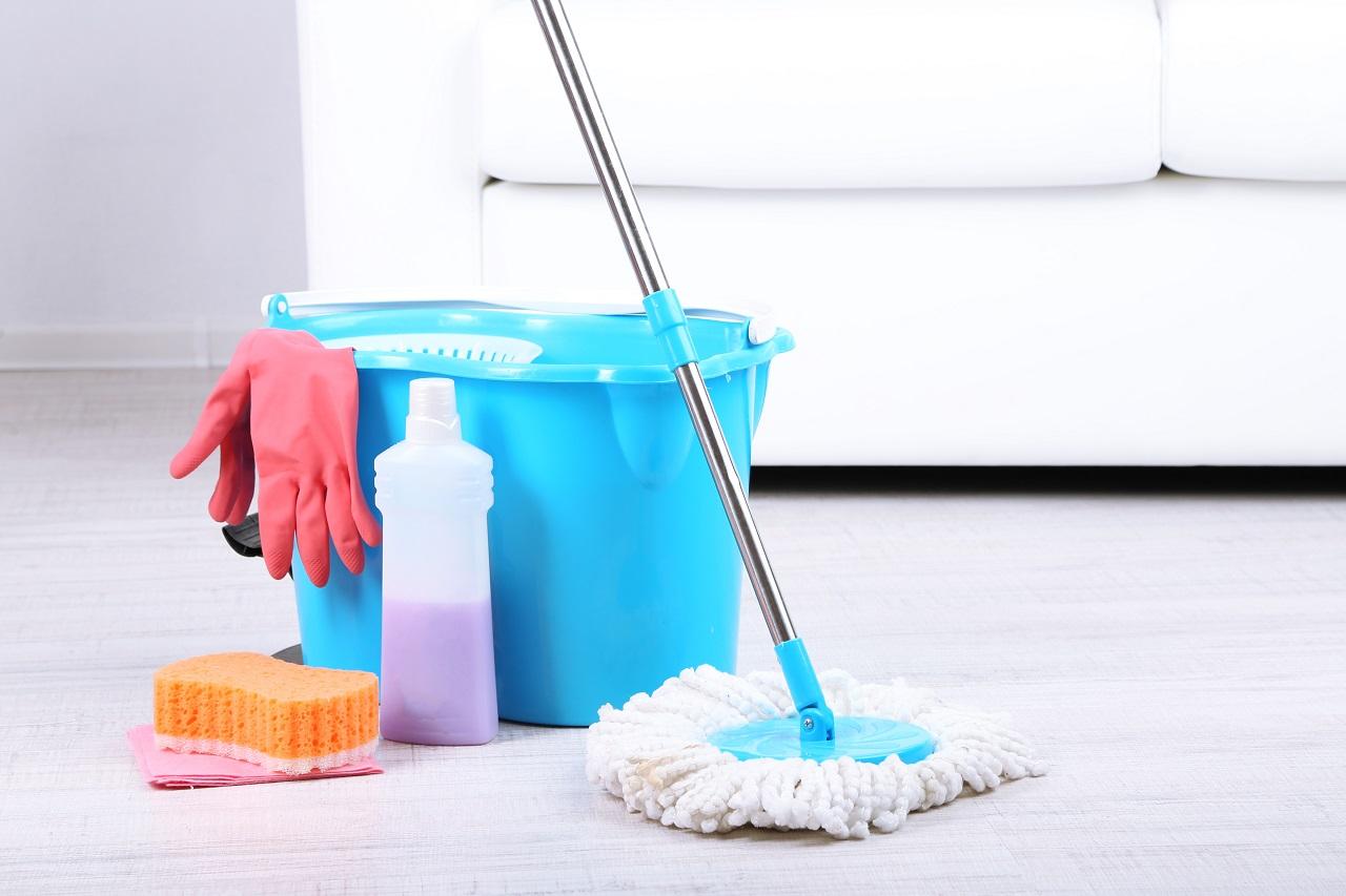 Jakie korzyści płyną z zatrudnienia ekipy sprzątającej w swojej firmie?