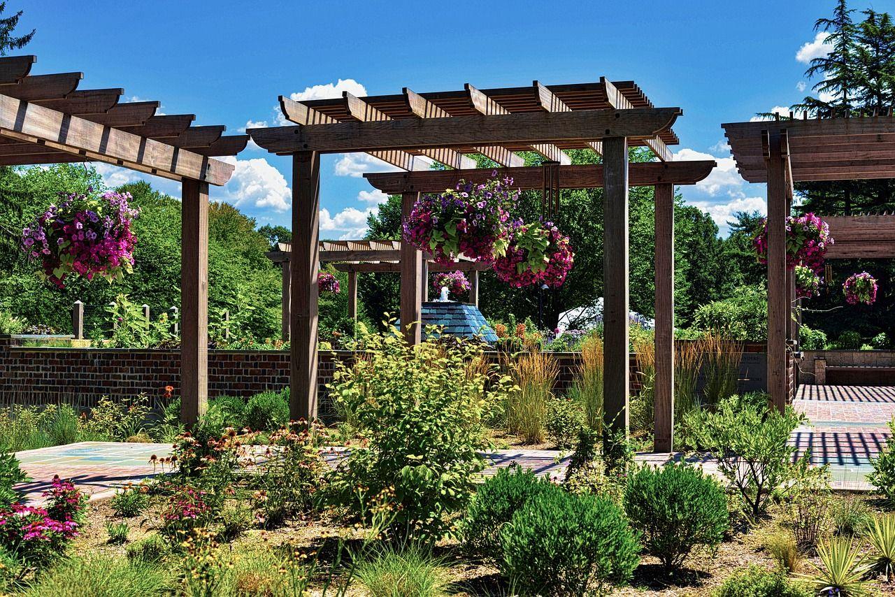 Za pomocą jakich rozwiązań można upiększyć swój ogród?