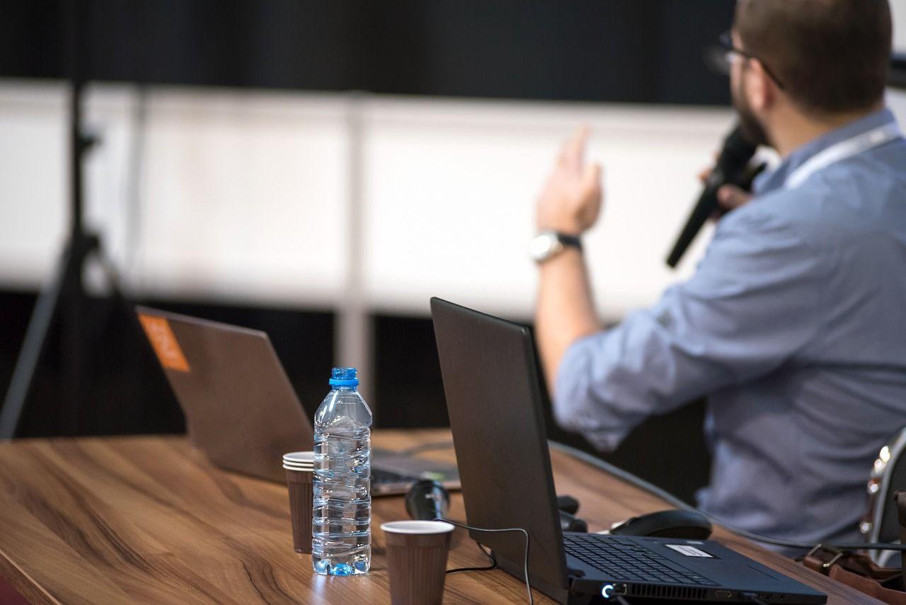 Organizacja szkolenia firmowego – o co należy zadbać?
