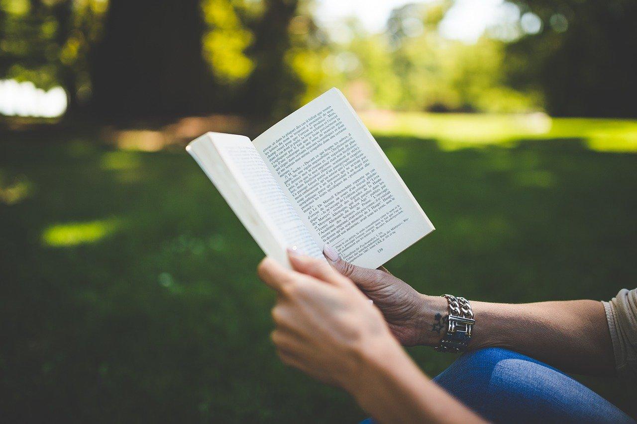 Jakie korzyści płyną z wykorzystywania druku cyfrowego podczas wydawania książek?