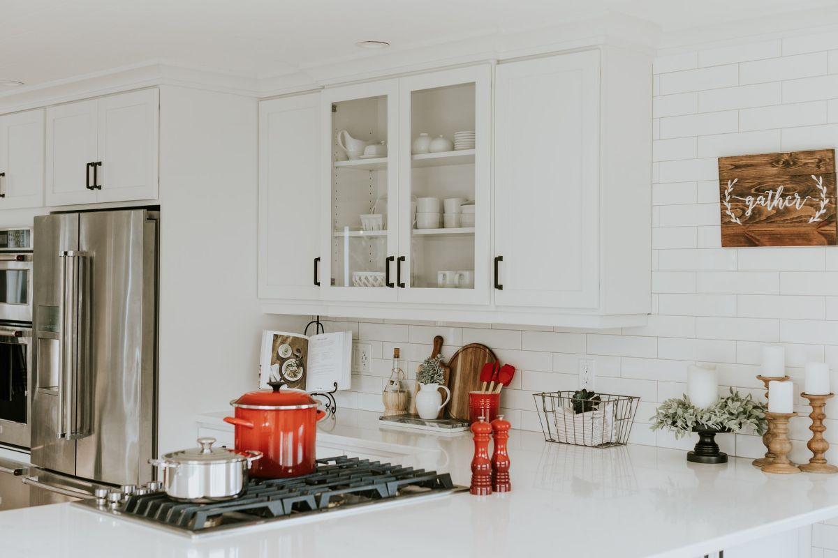 Modne i funkcjonalne – akcesoria kuchenne, które warto mieć pod ręką