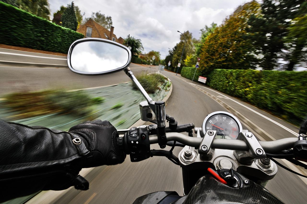 Idealny prezent dla fana motoryzacji – o czym warto pomyśleć?