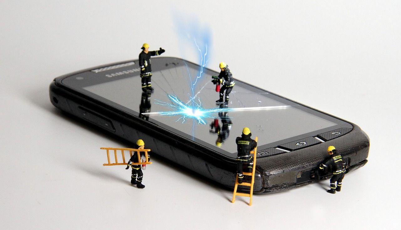 Jakie formy naprawy telefonu oferowane są przez profesjonalne serwisy?