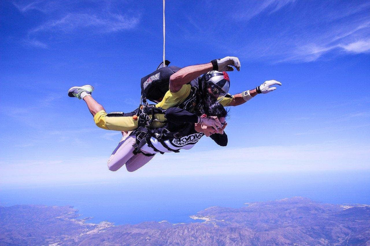 Skok ze spadochronu – jak się przygotować?