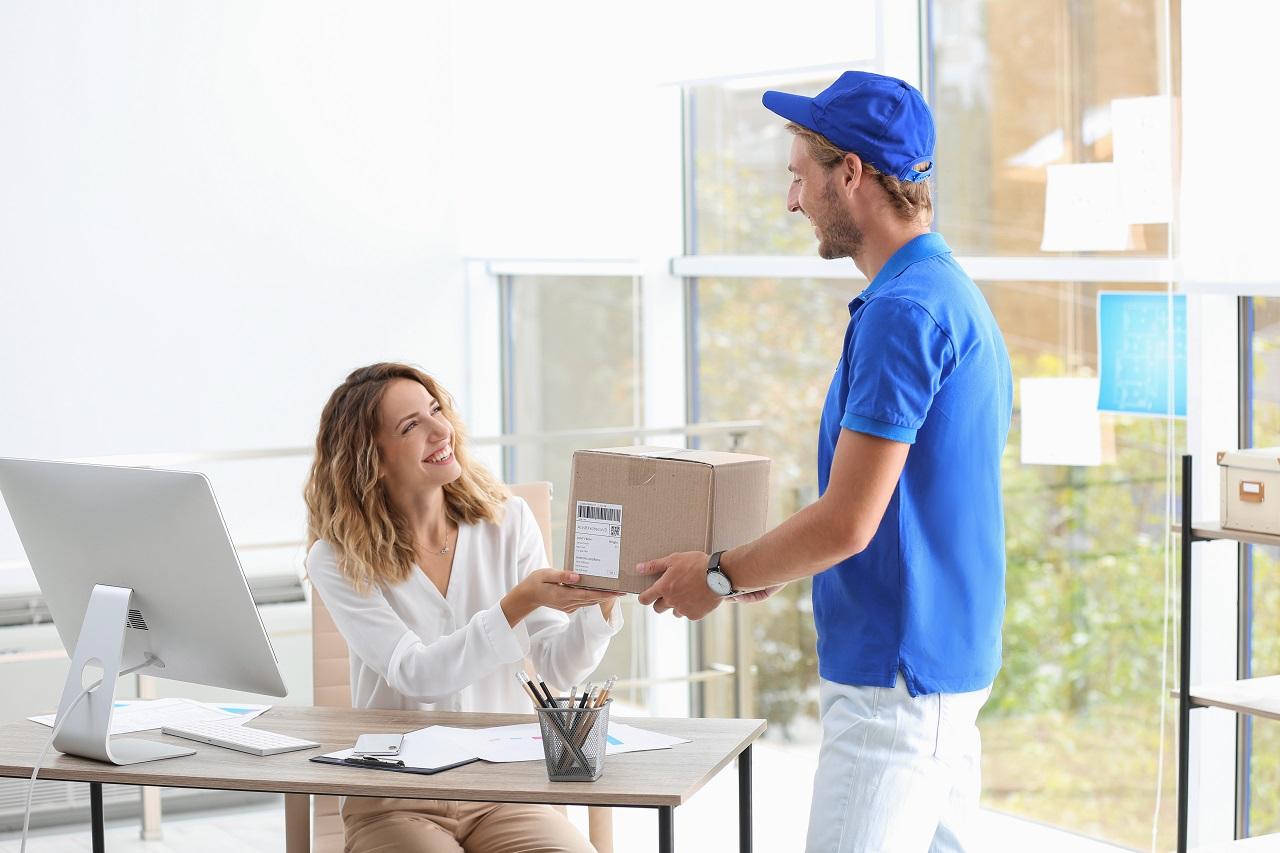 Usługi kurierskie – wszelka pomoc w przekazaniu paczek dla klientów indywidualnych, jak i firm