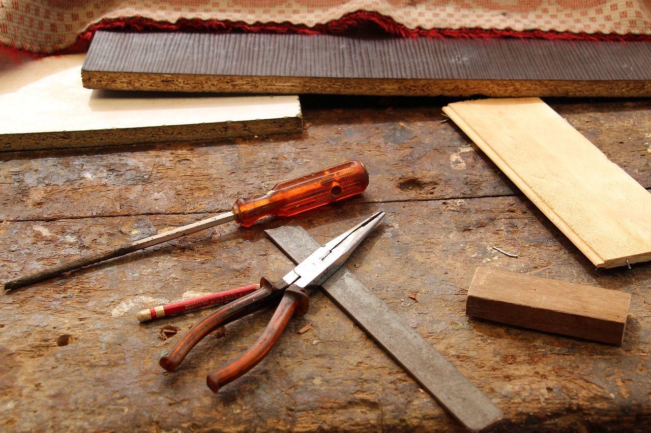 Rodzaje klejów – których z nich będzie idealny w branży stolarskiej?