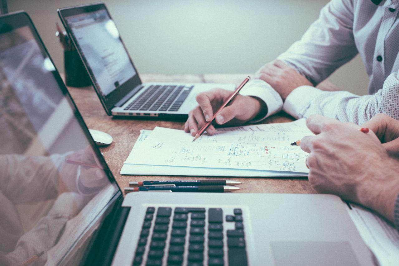 Biuro rachunkowe – kiedy warto skorzystać z tej usługi?