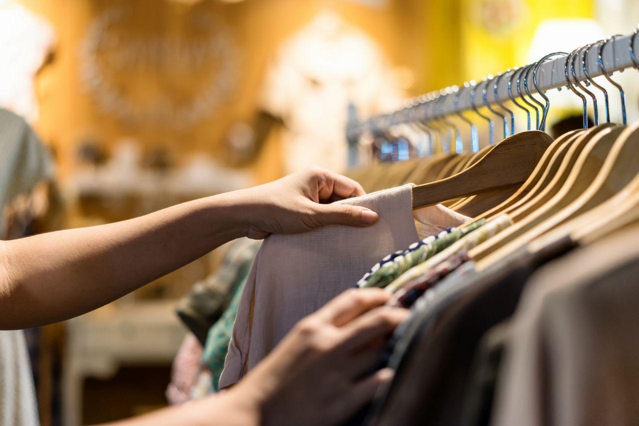 Niezbędne wyposażenie do sklepu z odzieżą