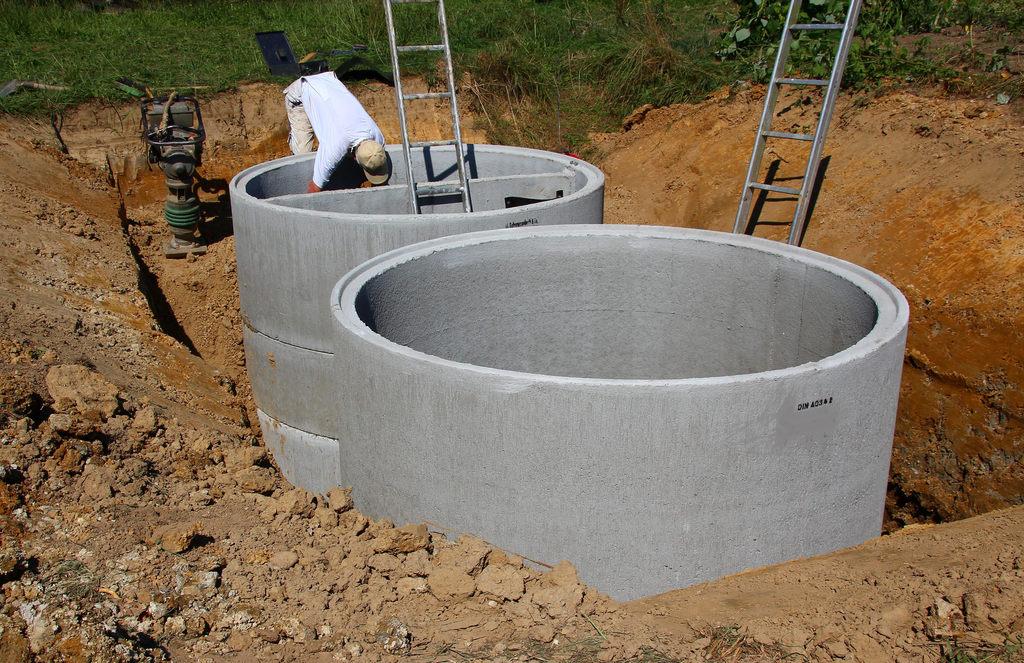 Jak zbudować zbiornik na deszczówkę zgodnie z prawem?