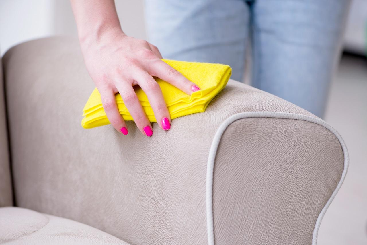 Jakie profesjonalne akcesoria warto używać do regularnego czyszczenia powierzchni?