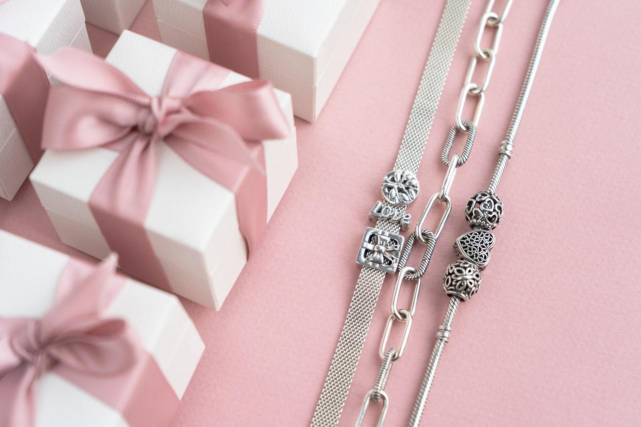 Jakiego typu biżuterię warto mieć w swojej garderobie?